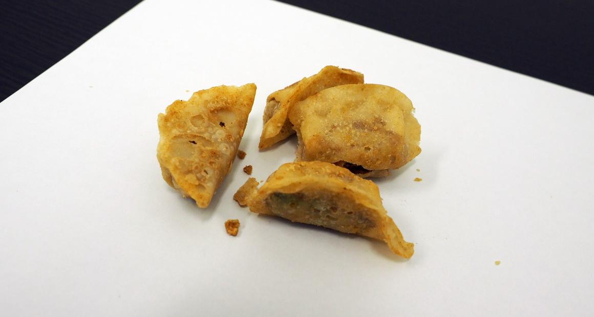 uha味覚糖_sozaiのまんま 餃子のまんま_袋の中身は4コの餃子