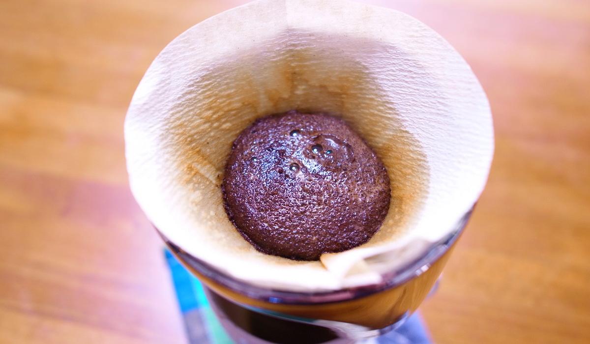 自家焙煎珈琲クレエのコーヒーを抽出しているところ