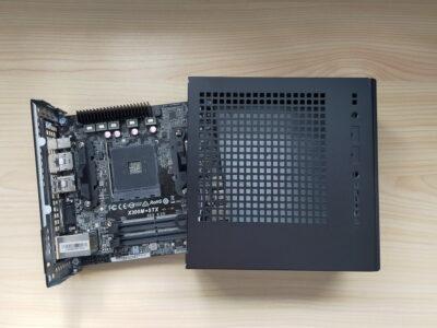 DeskMini X300のマザーボードトレイ引き出し